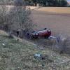 Yoldan çıkan otomobil tarlaya yuvarlandı: 1 ölü, 2 yaralı