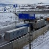 D-100'de buzlanma sonrası tırlar yolda kaldı