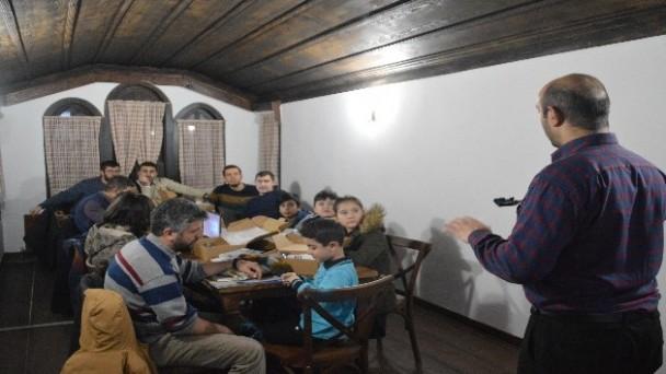 Kastamonu'daki Millet Kıraathanesi teknoloji yuvası gibi hizmet veriyor