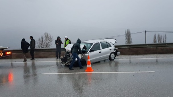 Otomobil bariyerlere çarptı, kazada yaralanan olmadı