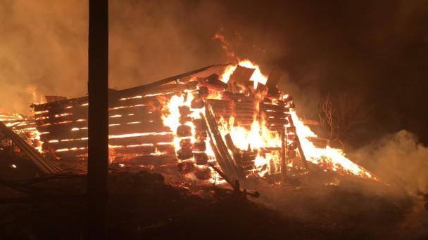 Kastamonu'da çıkan yangın 2 ev ve 2 ahırı kül etti