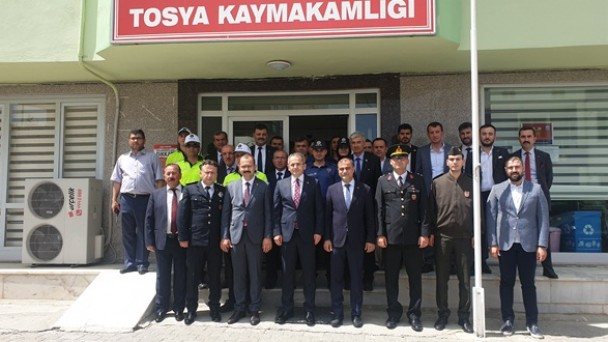 Tosya'da Kaymakam ve Belediye Başkanı Çalışan Personel İle Bayramlaştı