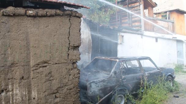 Tosya'da araç yangını eve sıçradı