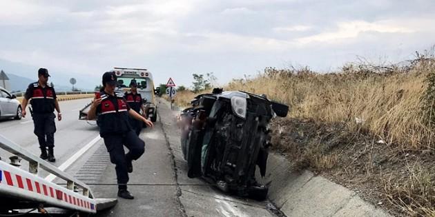 Tosya Çevlik Kavşağında kaza; 2 yaralı