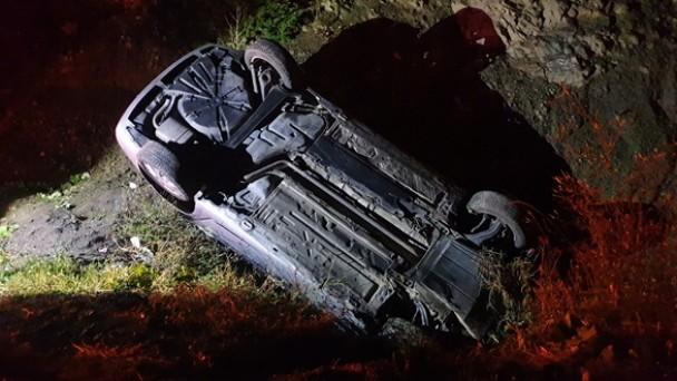 Tosya yolunda otomobil dereye uçtu, 2 yaralı