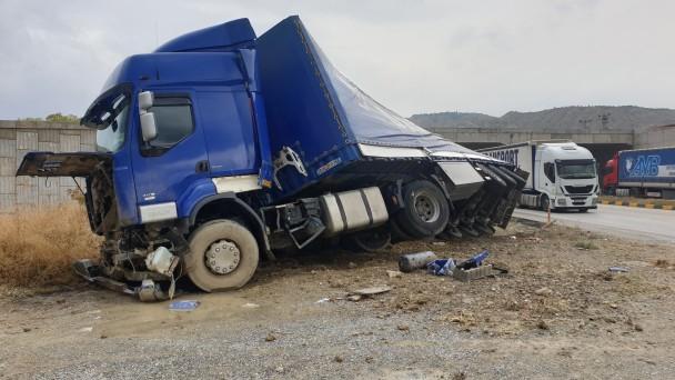 Tosya'da tır kazası; faciadan dönüldü
