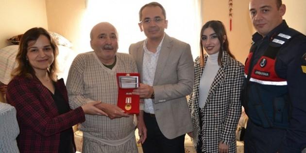 Kıbrıs Gazisine madalyası takdim edildi