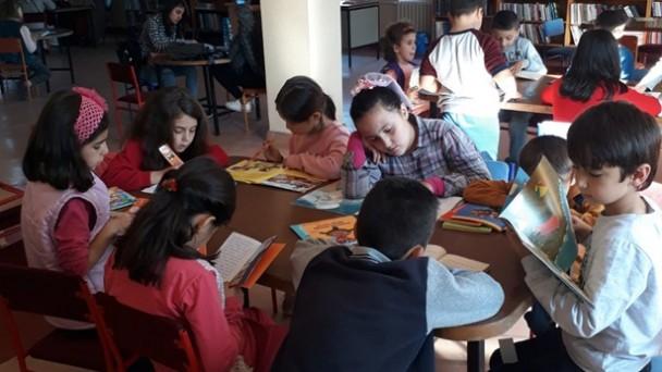Tosya İlkokulu öğrencileri kütüphaneye gezi düzenledi