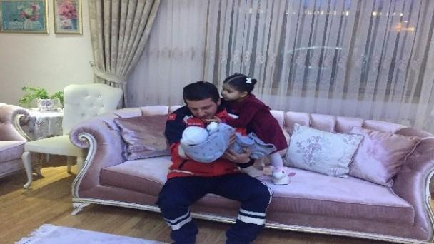 10 günlük bebeğini bırakıp depreme yardıma koşan UMKE görevlisi memleketine döndü