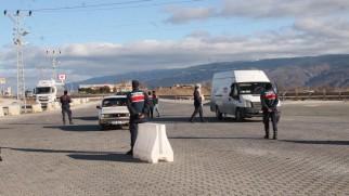 Jandarma ekiplerinden Tosya D-100'de köpekli uygulama
