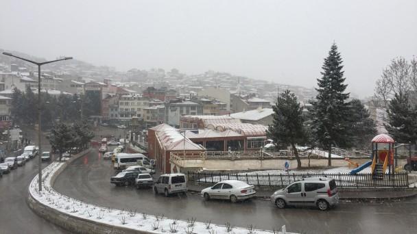 Tosya'da yoğun kar yağışı başladı