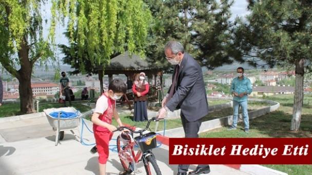 Tosya Kaymakamından Karantina Altındaki Çocuğa Bisiklet
