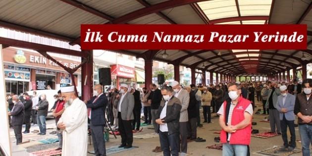 Tosya'da Cuma Namazı Açık Alanlarda Kılındı