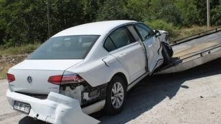 Tosya'da iki otomobilin çarpıştığı kaza anı kameralara yansıdı