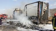 Tosya'da yabancı plakalı tır, alev alev yandı