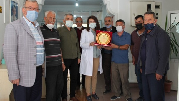 Esnaf Odalarından Dr. Nurten Arı'ya teşekkür plaketi