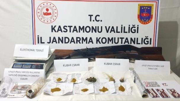 Kastamonu'da uyuşturucu ticareti yaptığı gerekçesiyle 3 kişi yakalandı