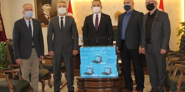 Tosya Ticaret ve Sanayi Odası Tarafından 55 Adet Tablet Milli Eğitime Teslim Edildi