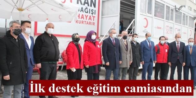 Tosya'da eğitimcilerden Kızılay'a destek