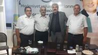 İYİ Parti'de Yeni Üyelerin Rozetlerini İl Başkanı Taktı