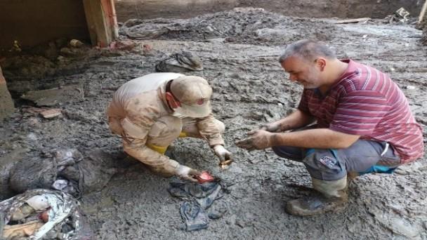 Jandarmanın balçık içinde bulduğu altınlar sahibine teslim edildi