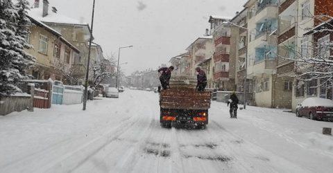 Tosya Belediyesinden Yoğun Kar Mesaisi